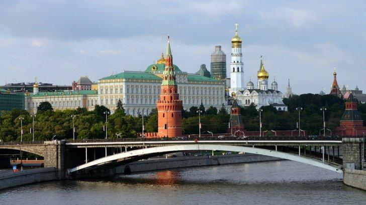Medvedyev və Rusiya hökuməti istefa verdi