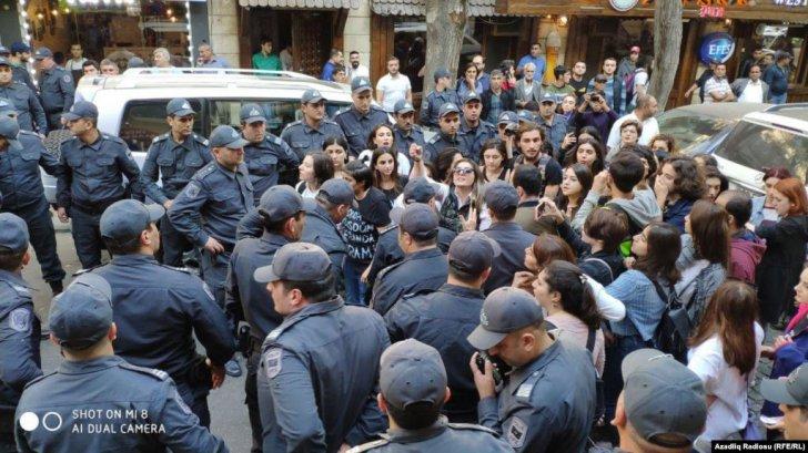 """Feminist Hərəkatı 8 Marş – """"Bizimdir hürr küçələr"""" şüarı ilə aksiya keçirib -"""