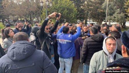 Polis Mübariz Mənsimova dəstək aksiyasını dağıdıb, jurnalistlər döyülüb -