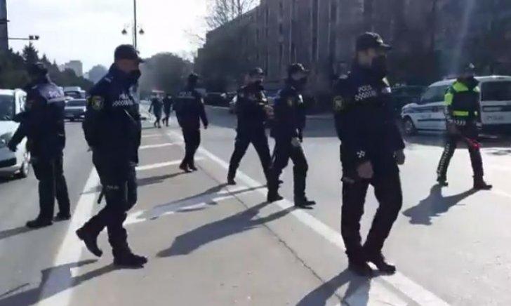 Şəhid ailələri Tbilisi prospektində yolu bağlayıblar -